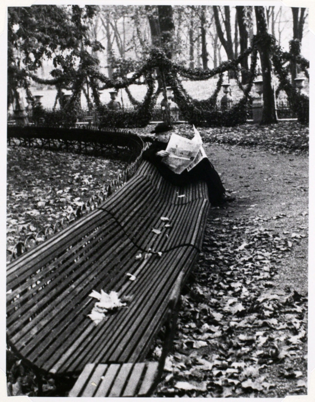 Andre Kertesz - In the Luxembourg Garden - 1928