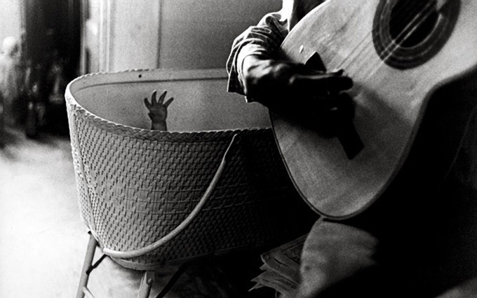 Ralph Gibson - Babys hand with guitar