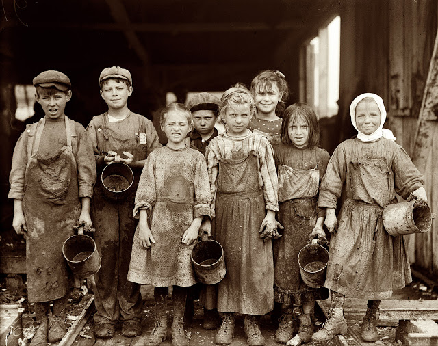 Lewis Hine - Labout children - 1