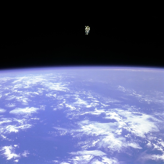 NASA-bruce-mccandless-freeflying-astronaut-middle-of-space