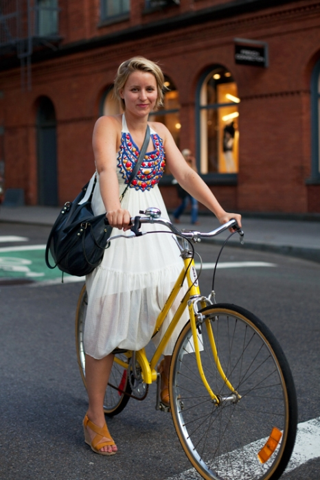 the-sartorialist-blog-august-white-yellow-bike