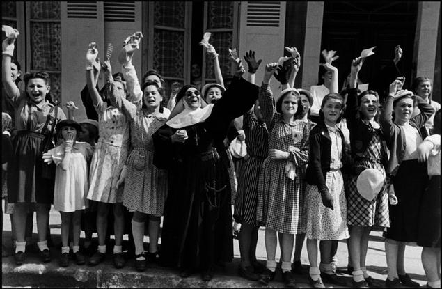 """""""The D day"""" Las fotografías de la invasión a Normandía por Robert Capa (1944)"""