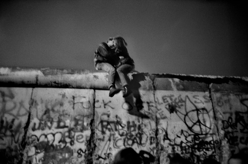 Guy Le Querrec New Year Eve on the Berlin wall - 1989