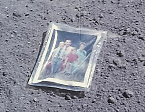 The family that went to the moon - 2