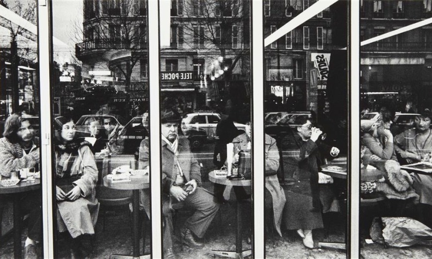 William Klein - Terrace de Cafe - Paris 1982