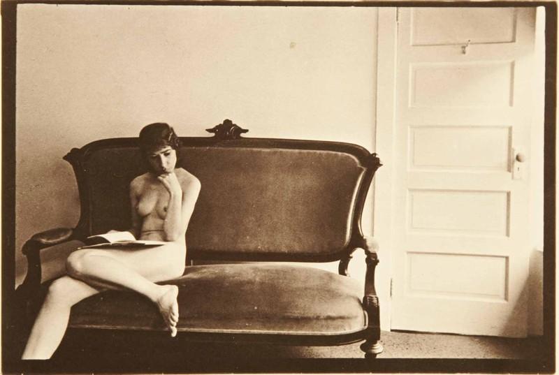 Duane Michals - La femme a peur de la porte - 1977 - 1