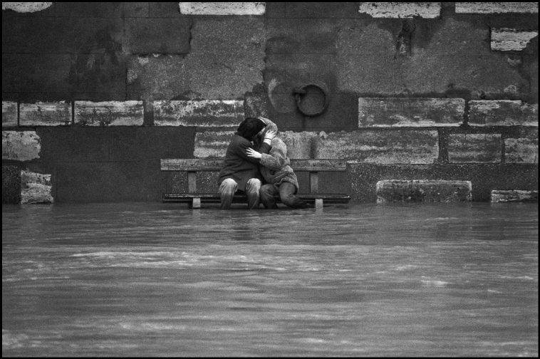 Patrick  Zachmann - Fooding of the Seine - Paris - February 1978