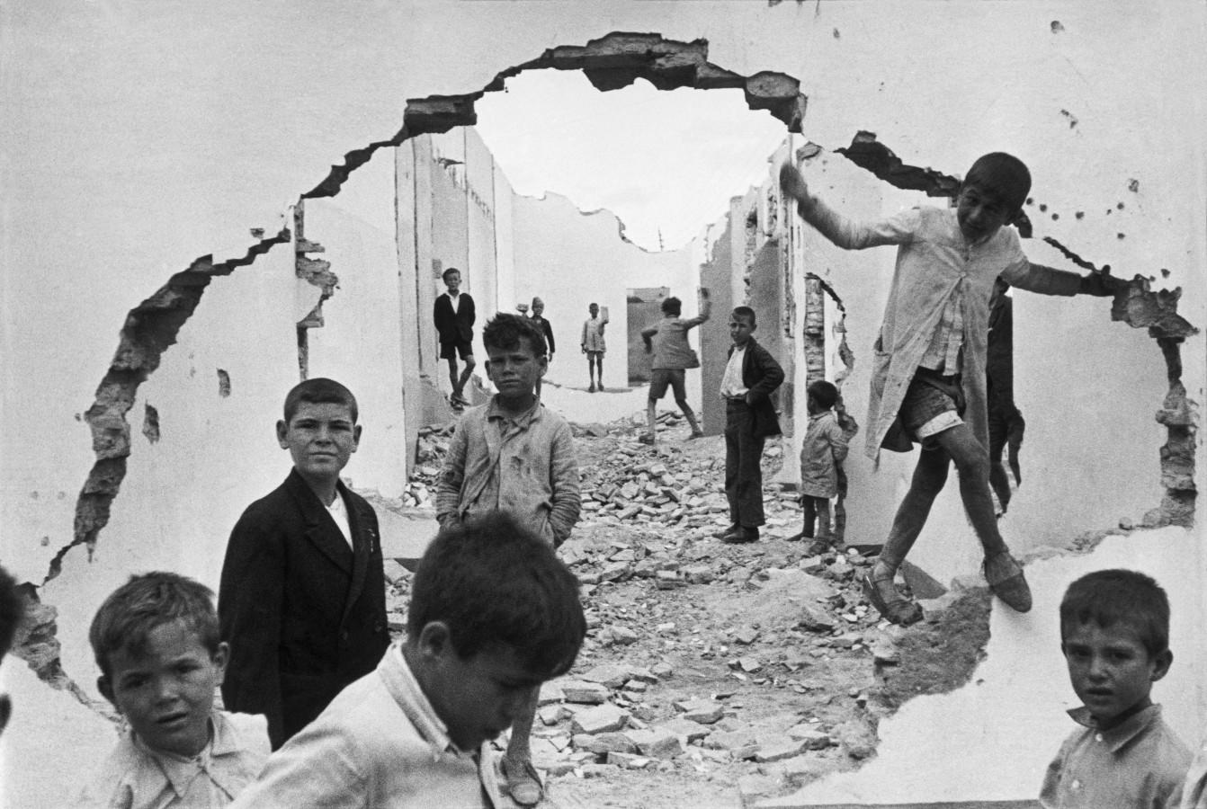 Henri Cartier-Bresson - Seville