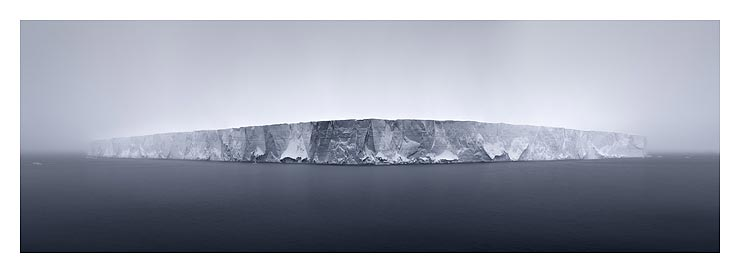 41_giant-tabular-iceberg-in-fo