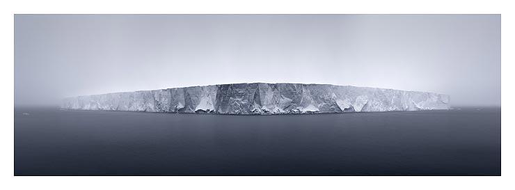 41_giant-tabular-iceberg-in-fo