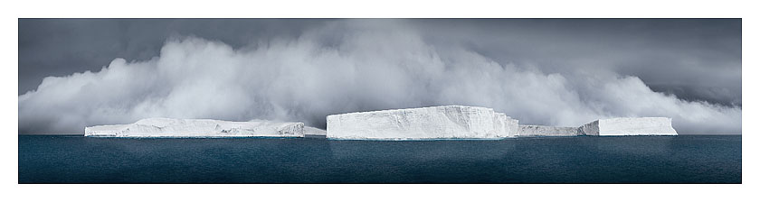 44_icebergs generating fog_antarctic sound_2007