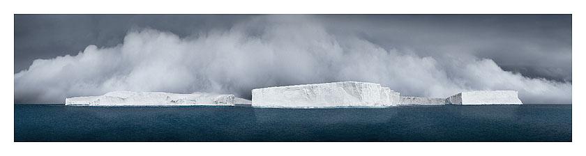 44_icebergs generating fog_antarctic sound_2007