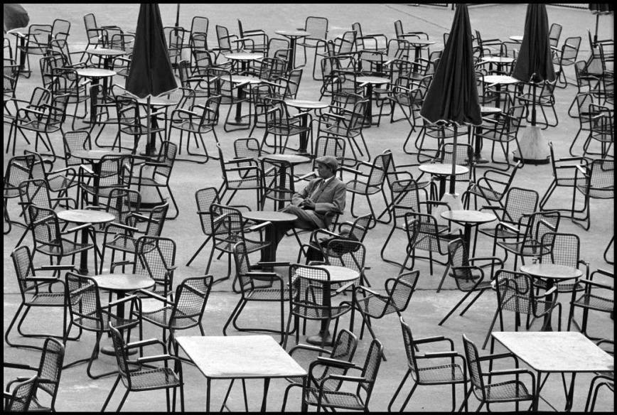 Leonard Freed - Netherlands - Amsterdam - 1964 - Wainting at the airport
