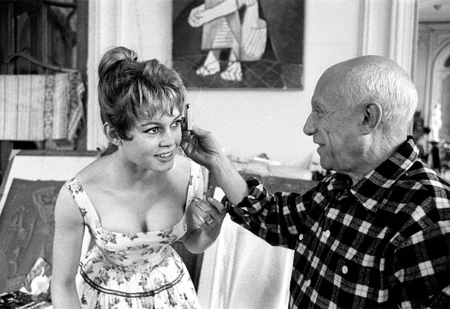 bardot-picasso_cannes_1956_06