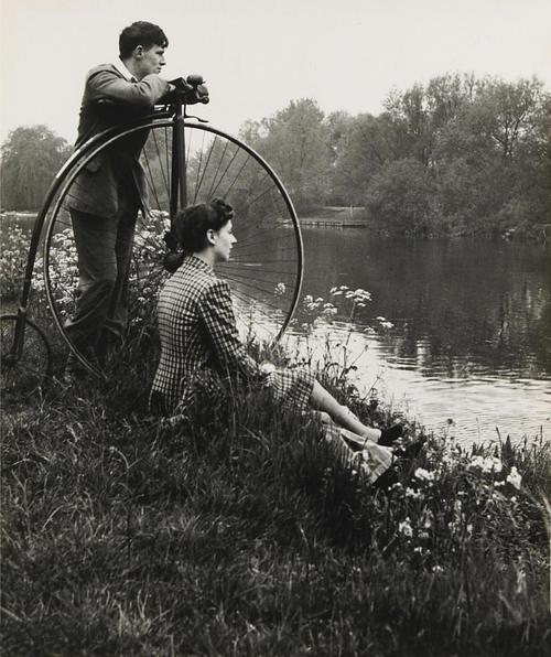 Bill Brandt - Day on the river - 1941