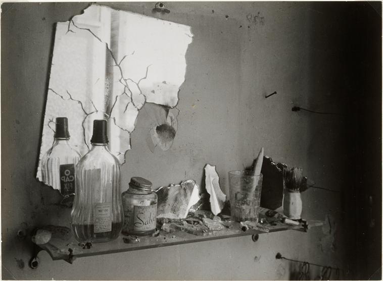 brassai-le-miroir-de-la-salle-de-bains-25-aout-1944