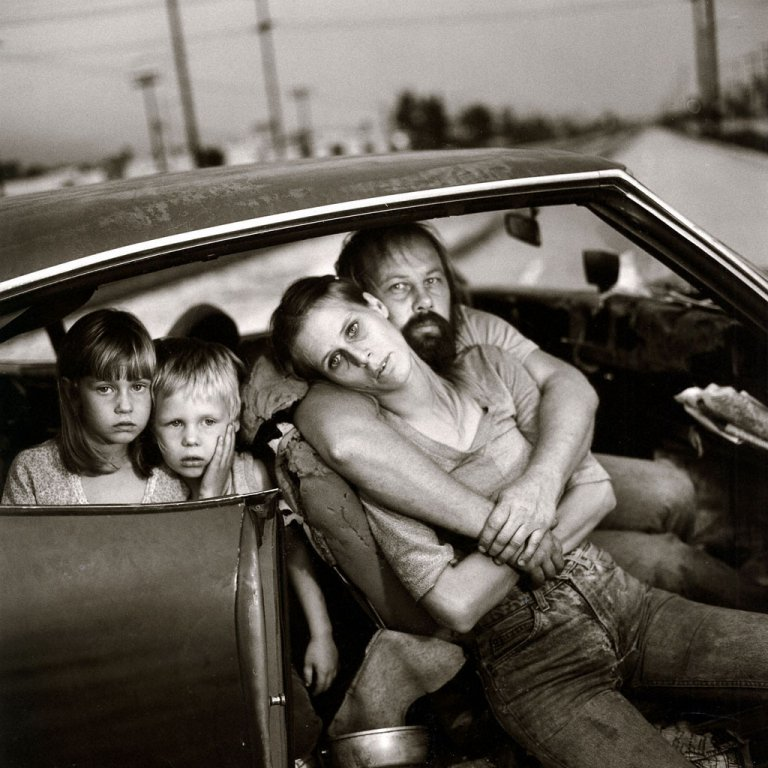 Mary Ellen Mark - The Damm family in their car