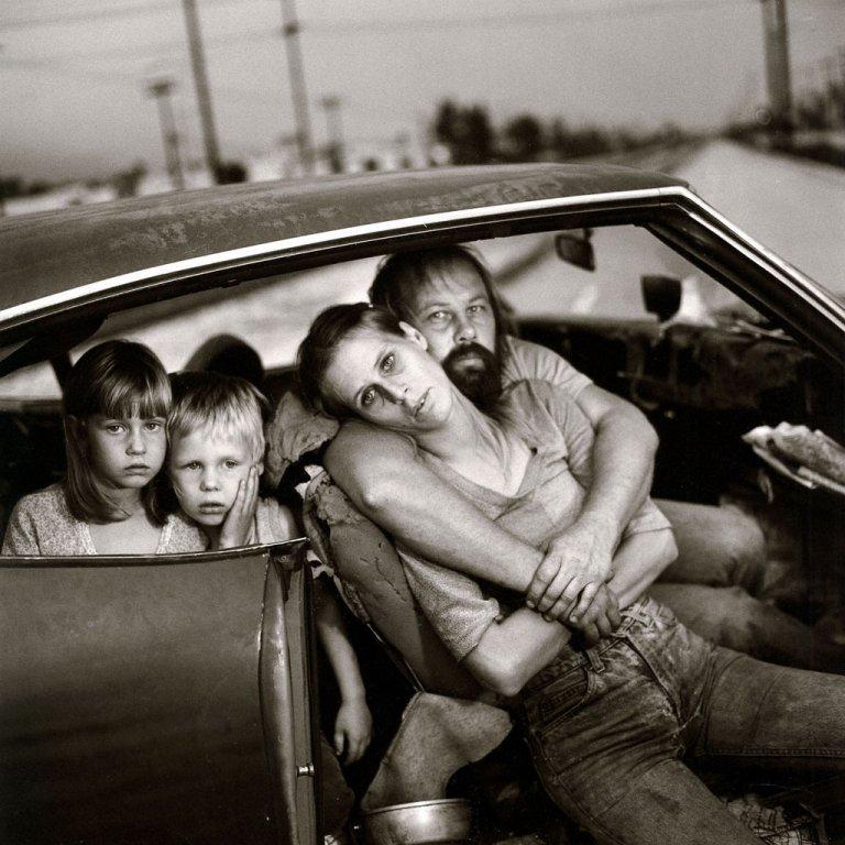 Mary Ellen Mark - The Damm family in their car