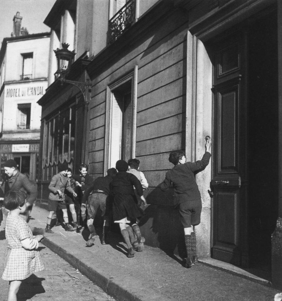 Robert Doisneau - La sonette - 1934