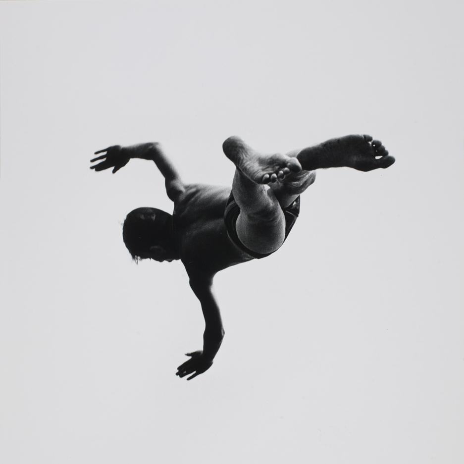 aaron_siskind_levitation02