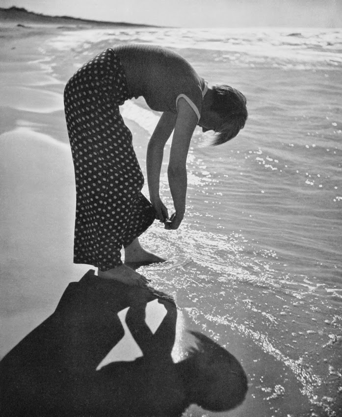 Andreas Feininger - Girl on the beach