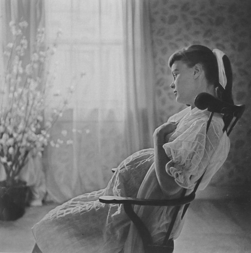 Philippe Halsman - Pregnant girl - 1950s