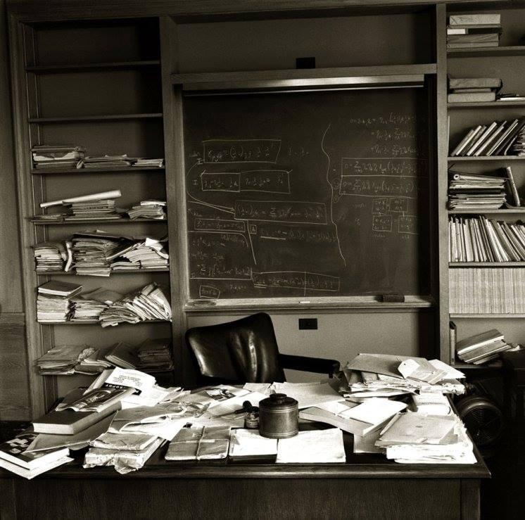 Einsteins desk