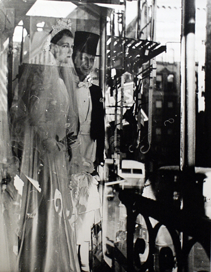 lisette-model-window-bridal-couple-new-york-1939-1945