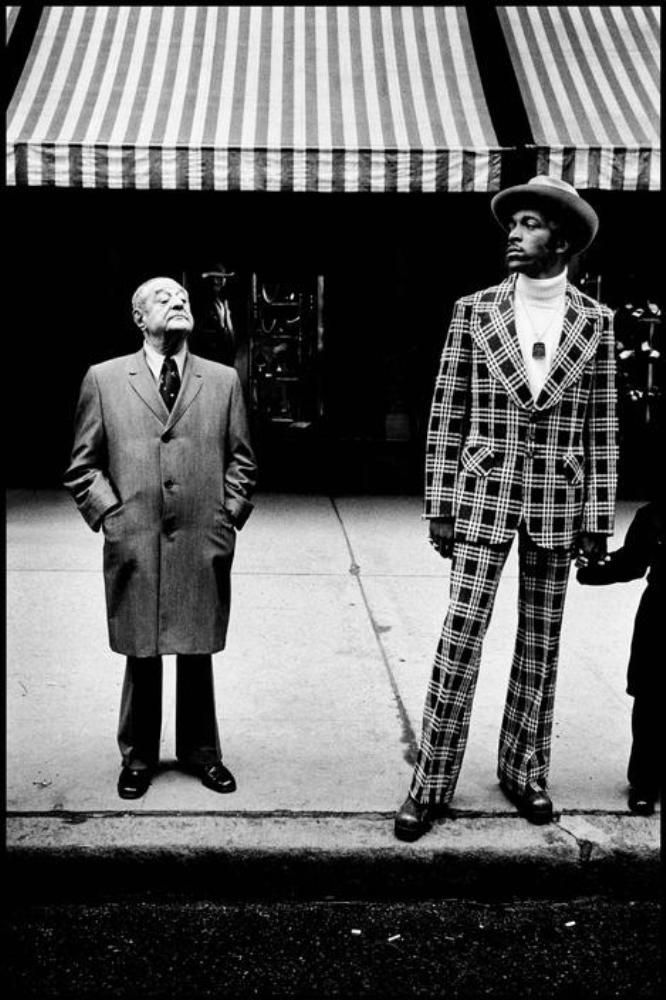 bruce-gilden-fifth-avenue-in-midtown-1975
