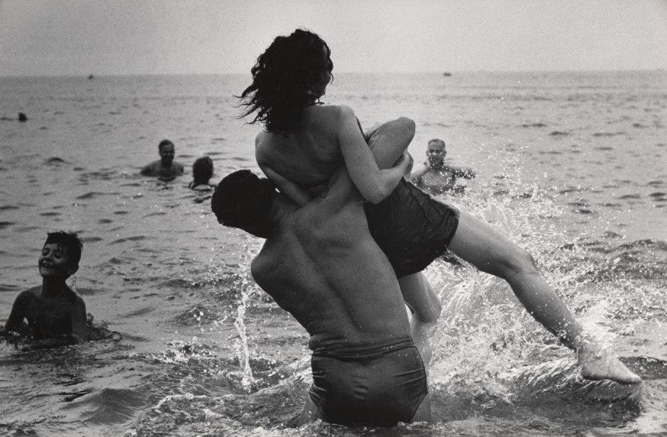 garry-winogrand-coney-island-new-york-ca-1952-web