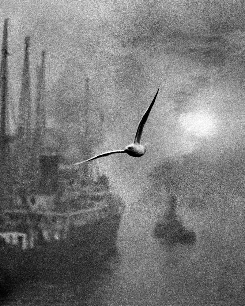 Early Morning on the Thames, London photo by Bill Brandt, 1939