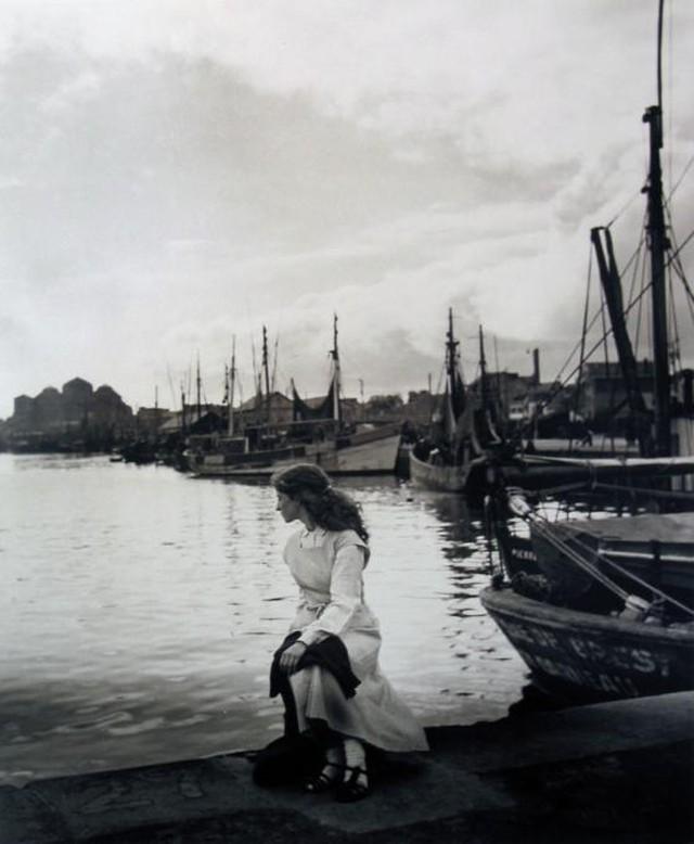 edouard-boubat-lella-in-concarneau-1948